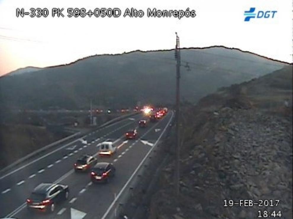 Imagen de la DGT del alto de Monrepós este domingo, en la que se pueden ver las retenciones