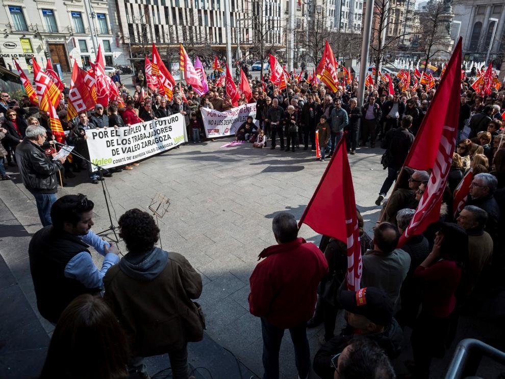 Concentración con el lema 'Stop al encarecimiento de la vida. Empleo y salarios dignos' celebrada ayer en la plaza de España