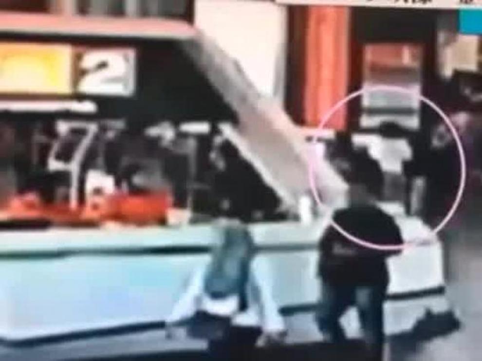 Las imágenes que demuestran que el hermano de Kim Jong Un fue envenenado en público