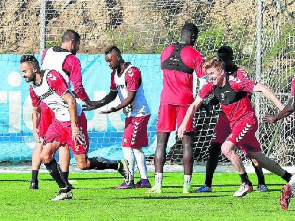 La plantilla del Nástic de Tarragona, durante una sesión de entrenamiento esta temporada.
