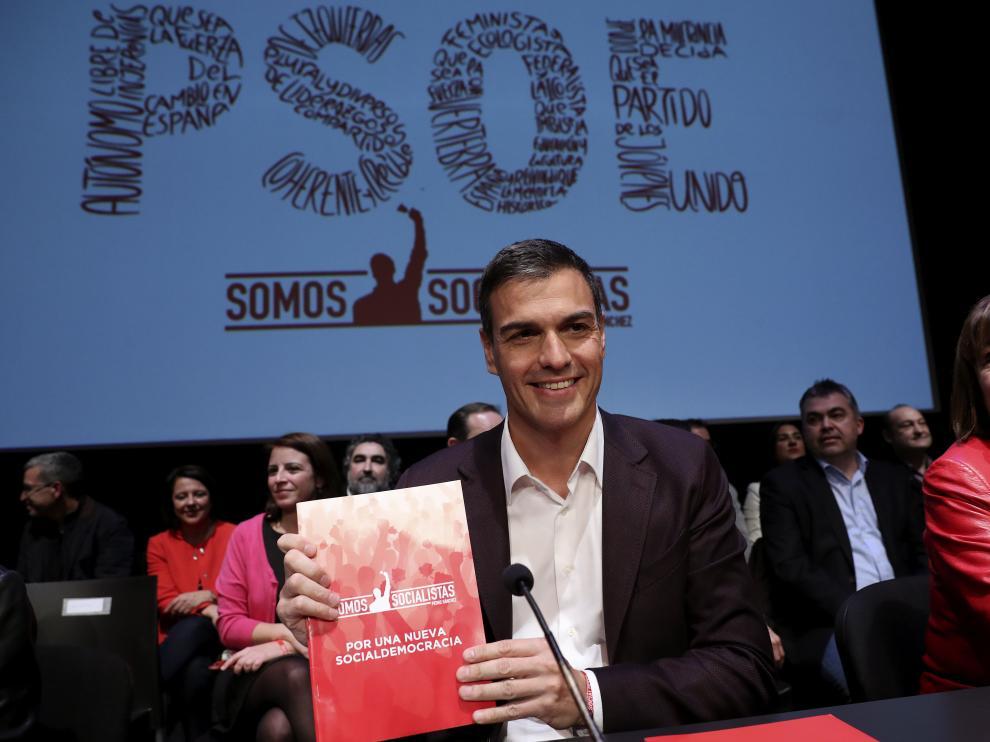 El candidato a la Secretaría General del PSOE, Pedro Sánchez, y la exministra de Medio Ambiente, Cristina Narbona.