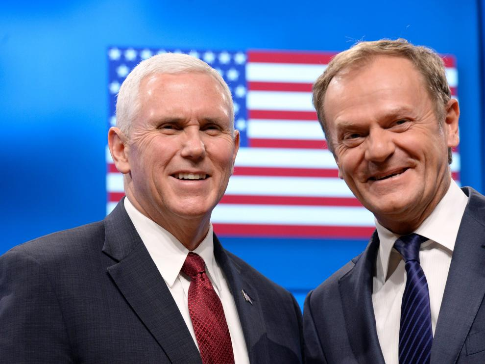 Mike Pence y Donald Tusk.