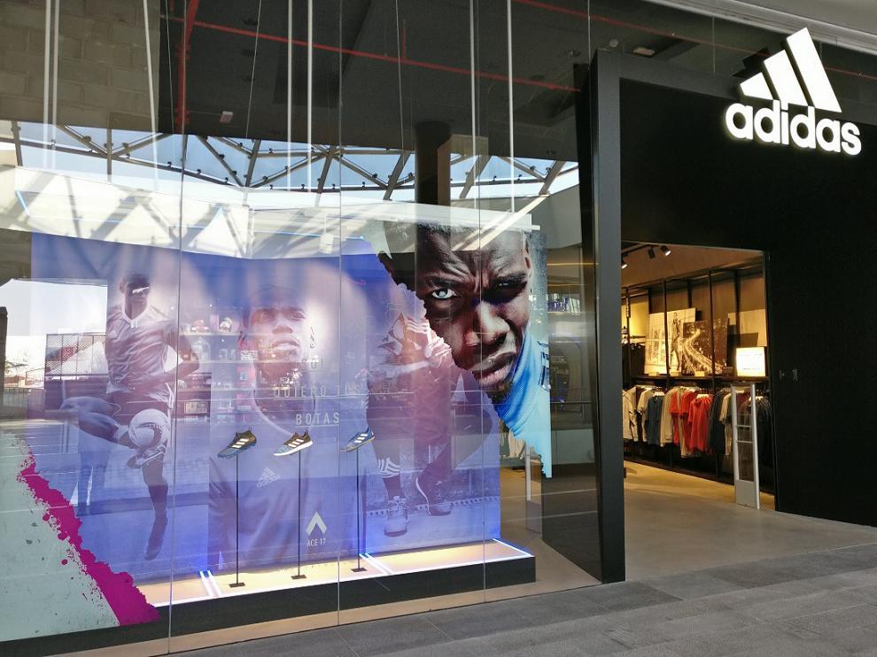 Nueva tienda de Adidas en Puerto Venecia.