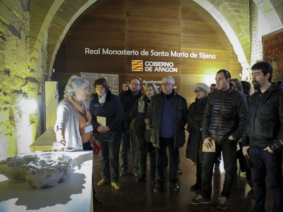 Una visita guiada a la exposición del monasterio de Sijena