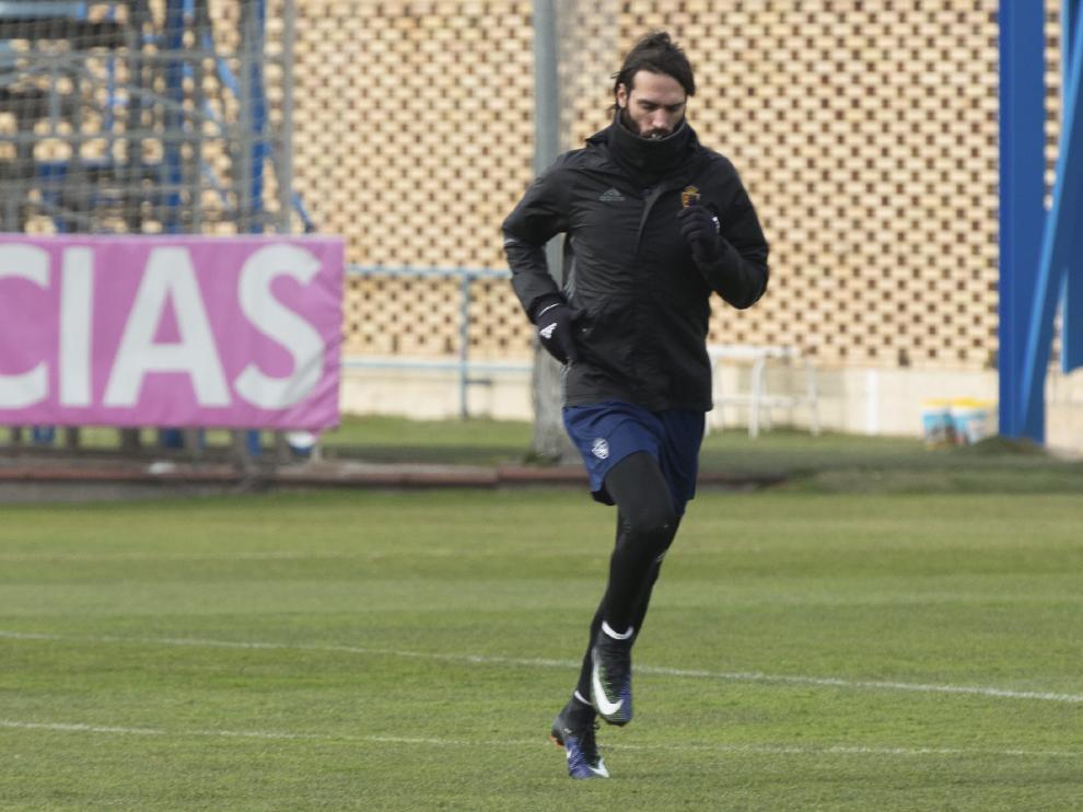 Georgios Samaras, en uno de los entrenamientos en solitario que está llevando a cabo con los preparadores físicos del Real Zaragoza en las últimas dos semanas.