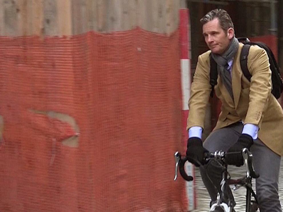 Iñaki Urdangarin, en bicicleta este martes por Ginebra.