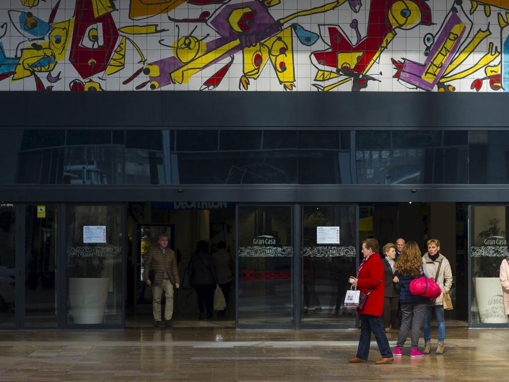Puerta Principal de Grancasa, centro comercial que este año celebra su 20 aniversario