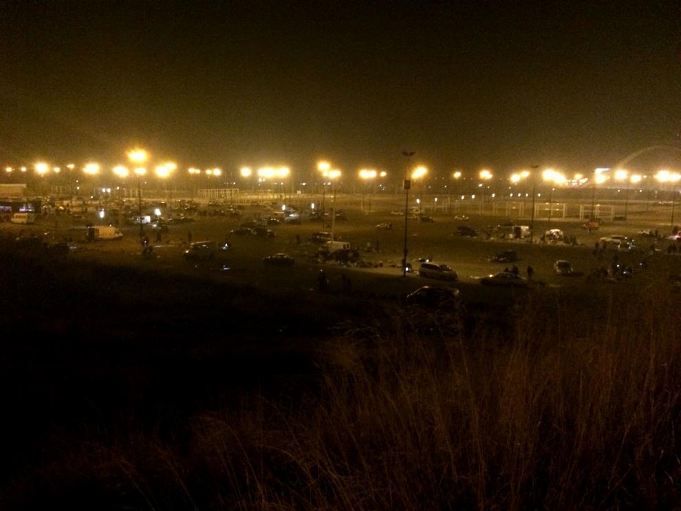 El rastro ilegal se prolonga durante toda la noche en el parquin sur de la Expo