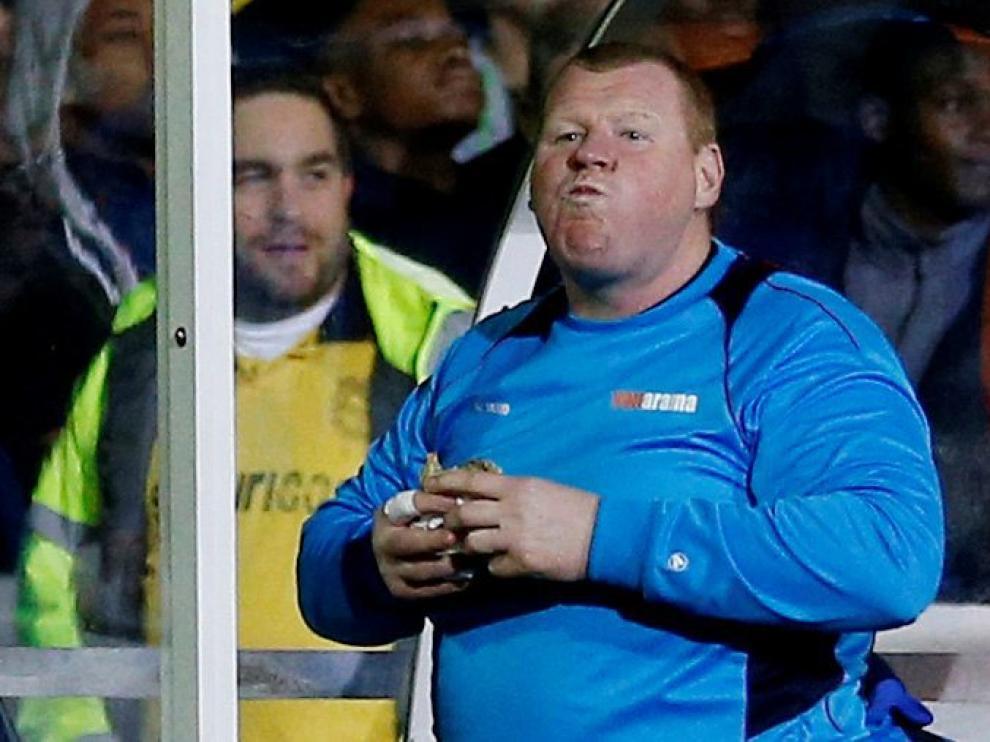 No es la primera vez que Whayne Shaw se pone a comer durante un partido, pero tal vez sí la última