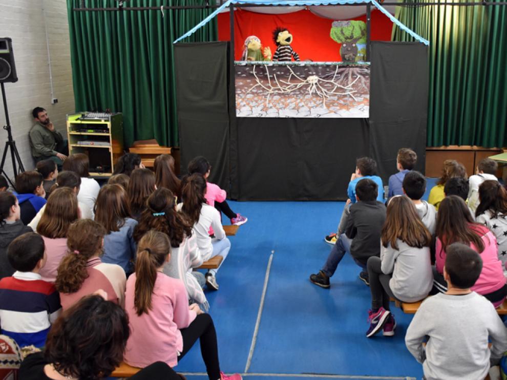 El teatro-foro con marianetas es uno de los recursos del programa de educación ambiental