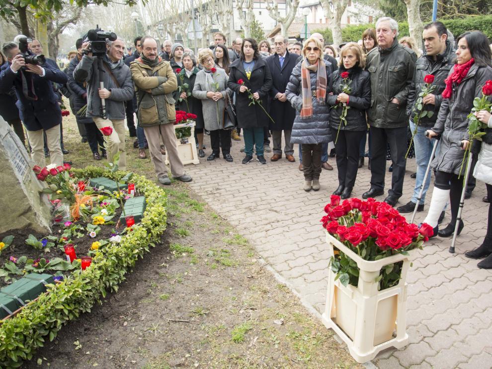 Homenaje a Fernando Buesa, este miércoles en Vitoria, en el 17ª aniversario de su asesinato.