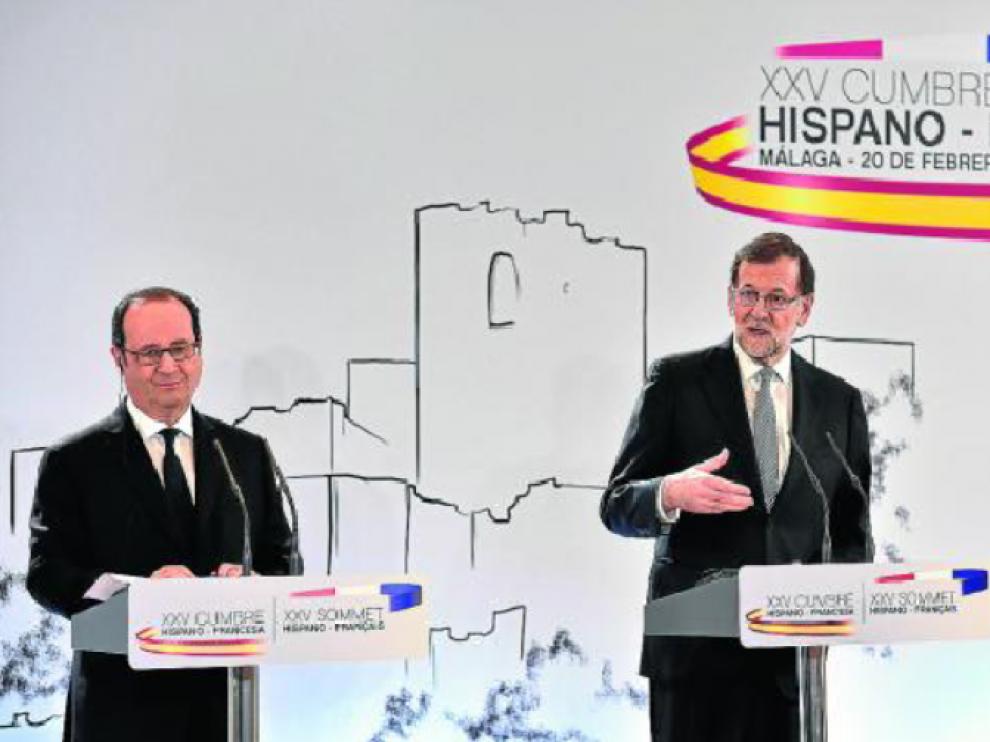 Los presidentes François Hollande y Mariano Rajoy, el lunes en la cumbre de Málaga.