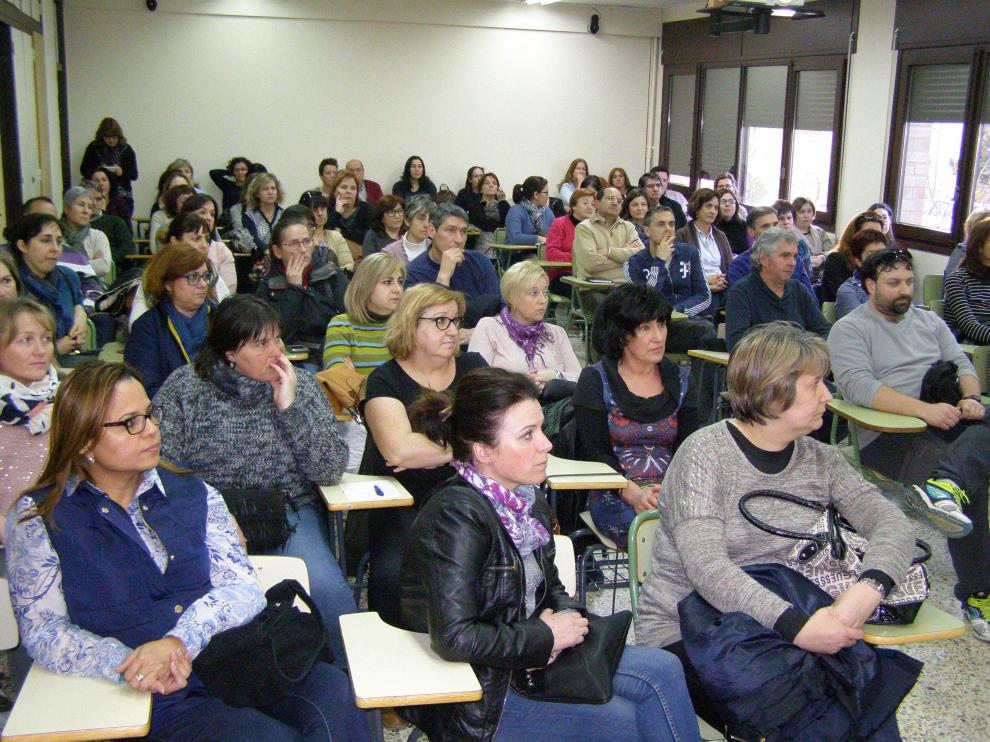 El IES Tubalcaín consiguió reunir a un centenar de progenitores de alumnos para la charla.