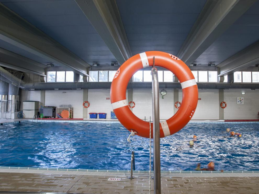 Interior de la piscina del Parque de Bomberos número 1 de Zaragoza.