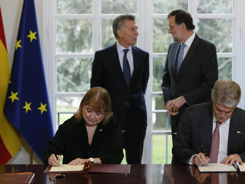 Reunión en Moncloa entre el presidente español y el argentino.