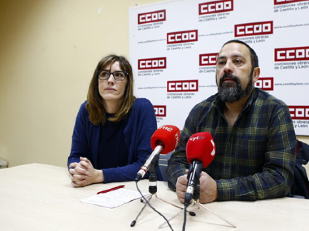 Moreno es miembro de la Federación del Servicio a la Ciudadanía y se presenta con un grupo de tres mujeres y cuatro hombres