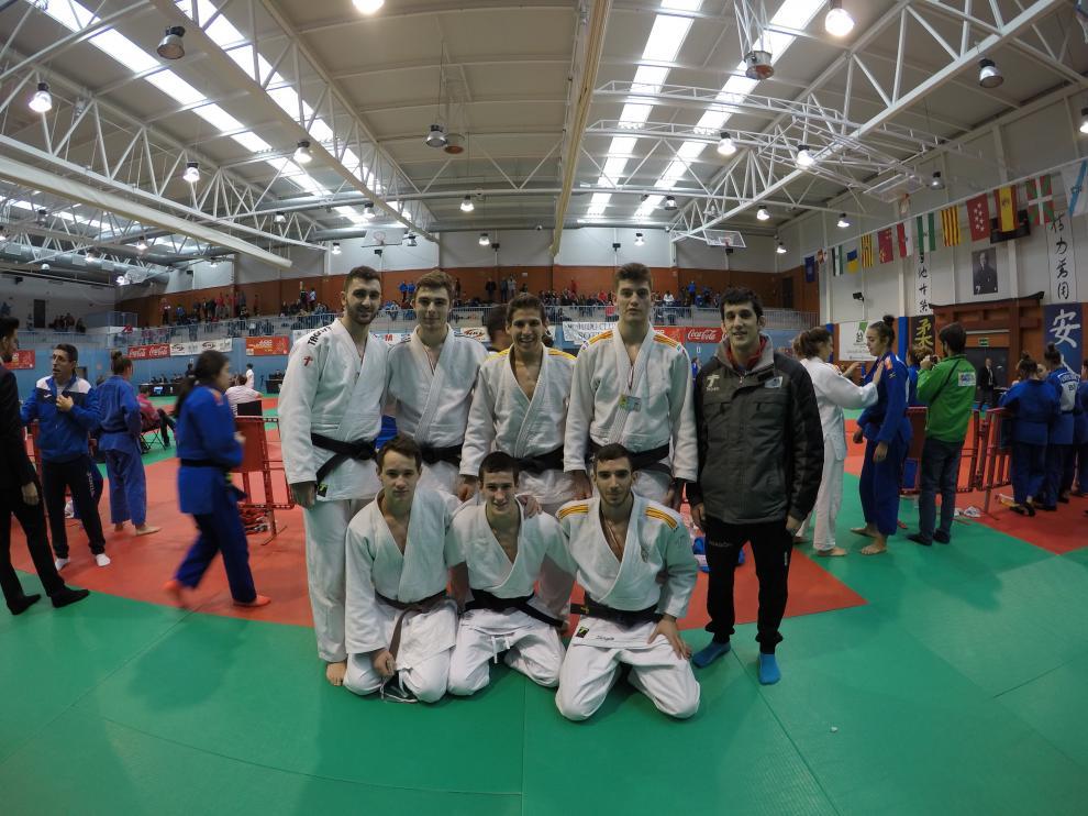 Imagen de los jóvenes judocas en la liga.