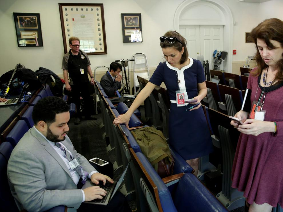 Algunos de los periodistas acreditados para la comparecencia.