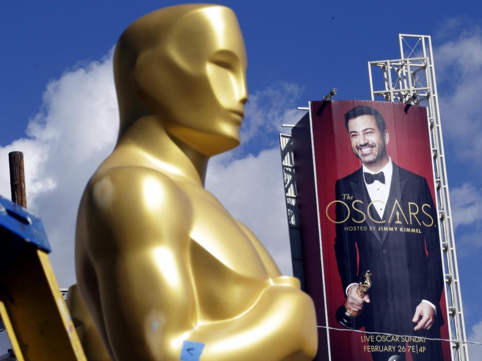 Jimmy Kimmel en un cartel junto al Teatro Dolby.