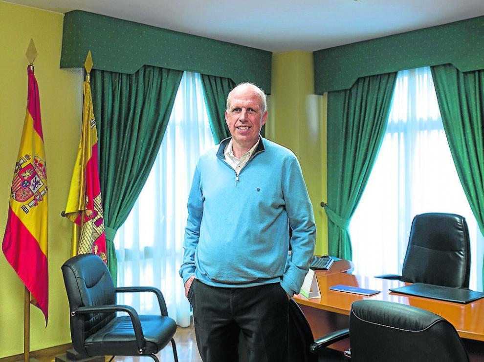 El alcalde de Villanueva de Gállego, el pasado lunes, en su despacho del Ayuntamiento.
