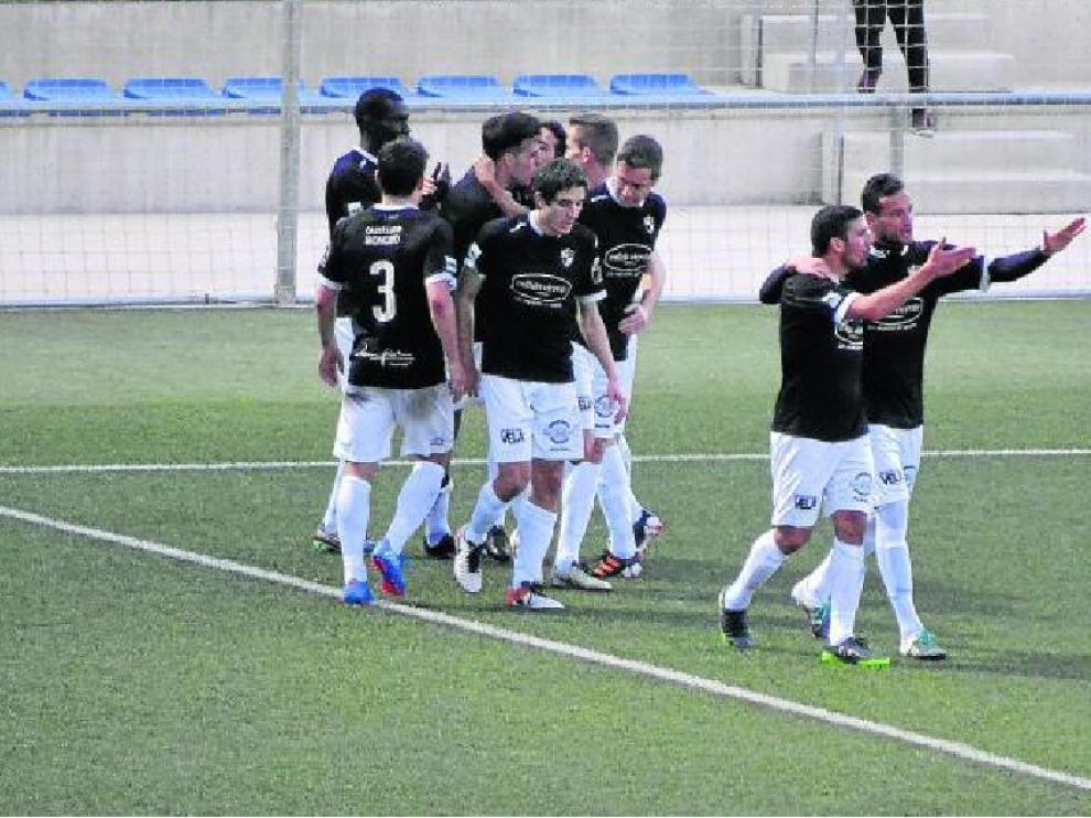 Los jugadores entrenados por Emilio Larraz celebraron un importantísimo triunfo en El Prat.