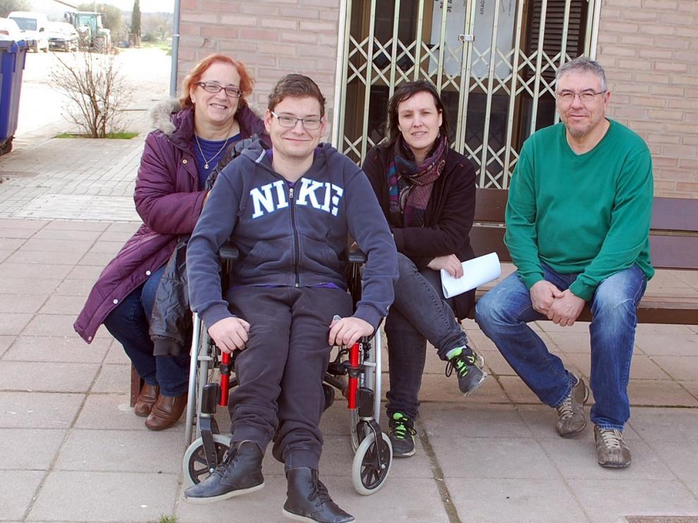 Vicente junto a varios representantes del PSOE en Sariñena.