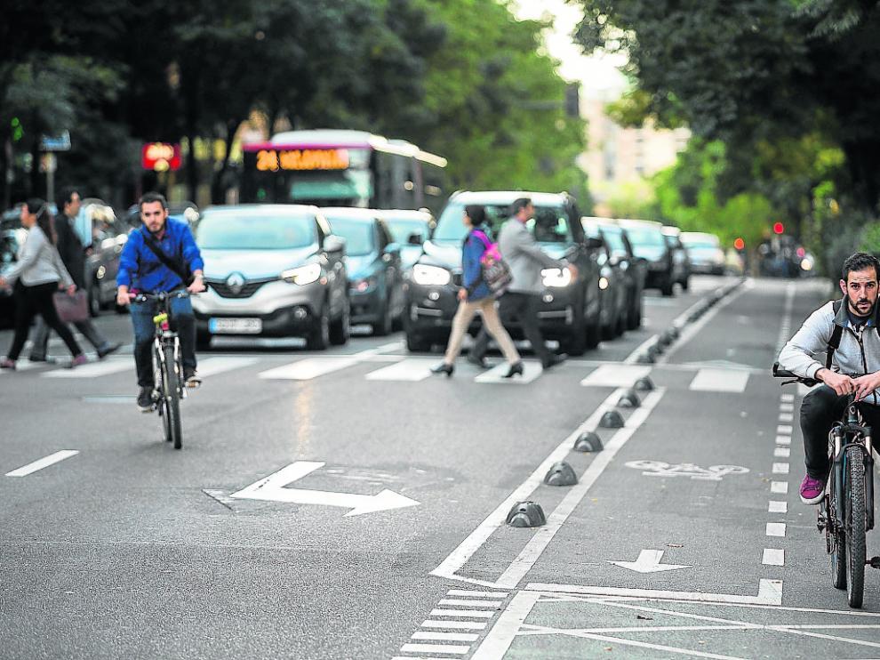 Los carriles planeados en Las Delicias reforzarían el uso de la vía ciclista de Corona de Aragón.