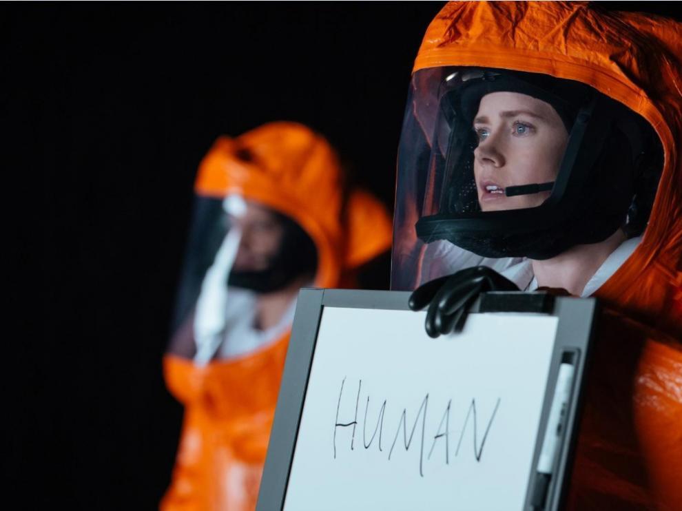 En 'La llegada', una experta lingüista intenta aprender a comunicarse con los alienígenas que han llegado a la Tierra