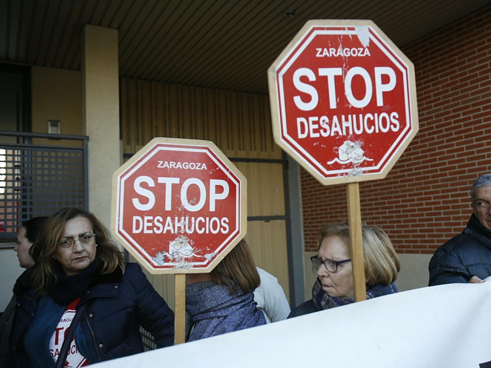 Imagen de una movilización contra un desahucio de cuatro familias en Santa Isabel.