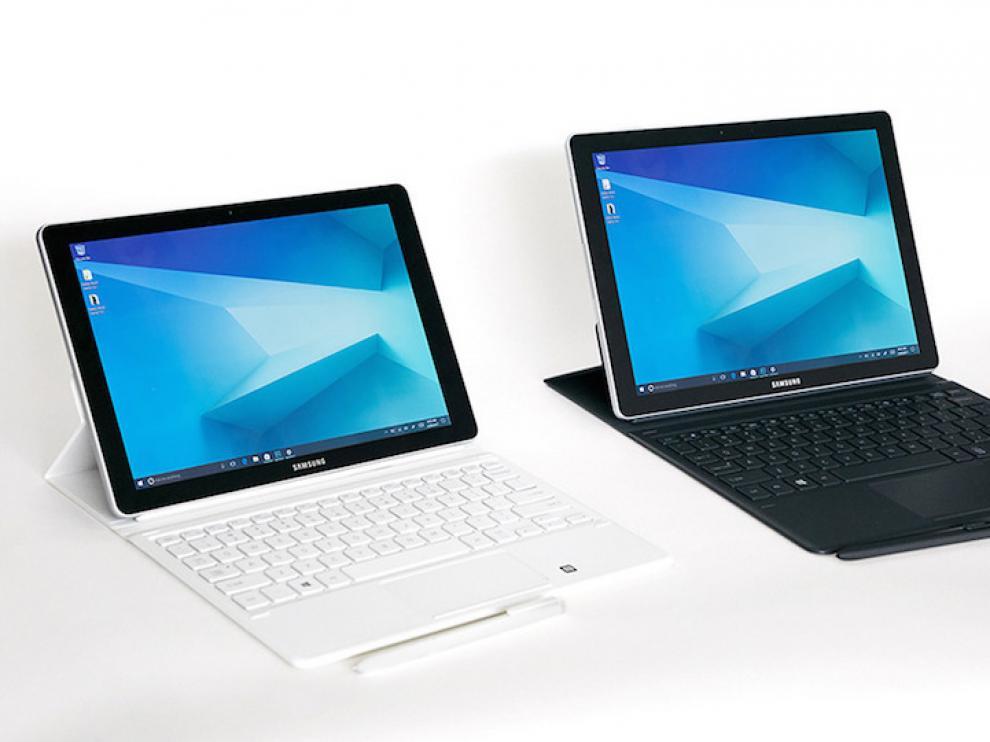 Galaxy Book. A falta de móviles, Samsung ha presentado dos tabletas. La más interesante lleva Windows y se llama Galaxy Book. Existen dos modelos de 10 y 12 pulgadas, la pequeña es LCD y la grande Amoled. El hermano pequeño tiene un procesador M3 y 4 GB de RAM y el mayor alcanza el i5 acompañado de hasta 8 GB. Ambas cuentan con Samsung Flow que te permite recibir las notificaciones del móvil en el 'tablet'.