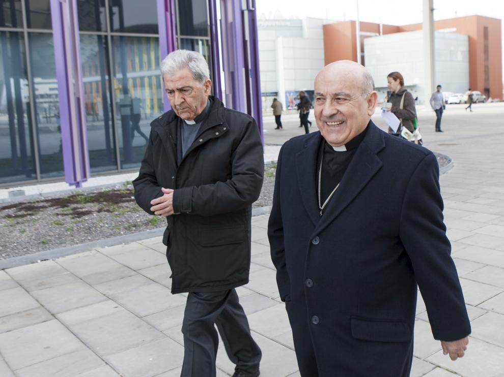El arzobispo de Zaragoza, Vicente Jiménez, a su salida del juzgado.