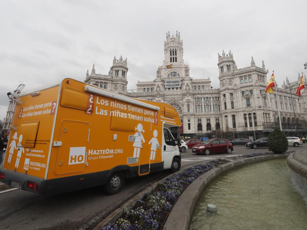 Imagen de la caravana recorriendo el centro de Madrid.