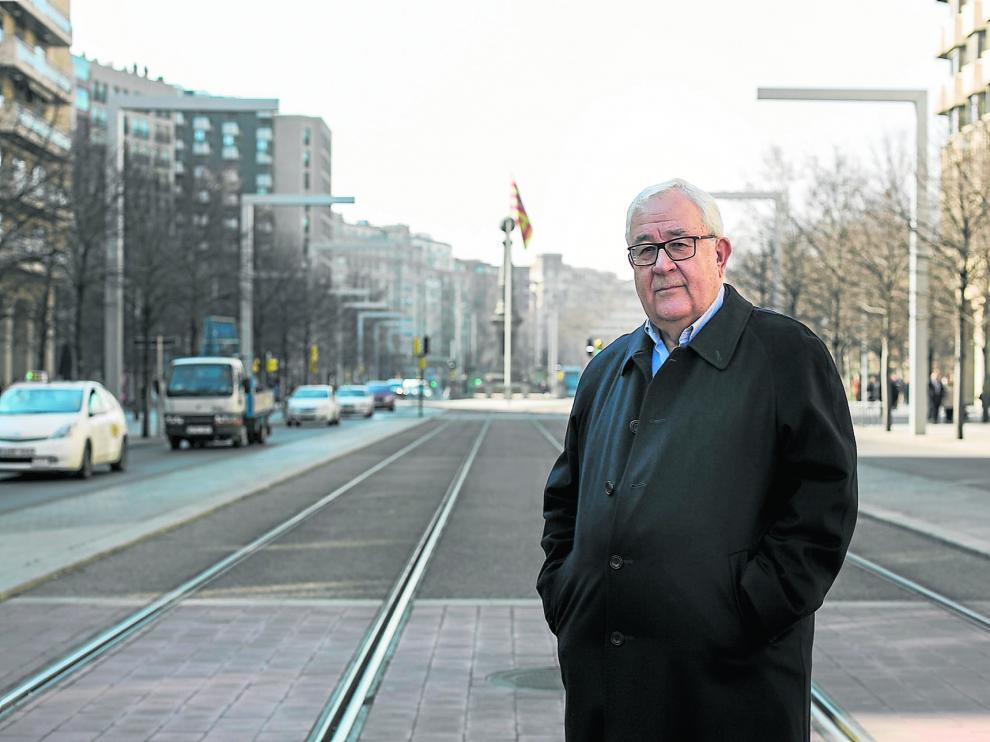 José Ángel Biel, expresidente del PAR y de las Cortes de Aragón, en el paseo de la Independecia de Zaragoza.