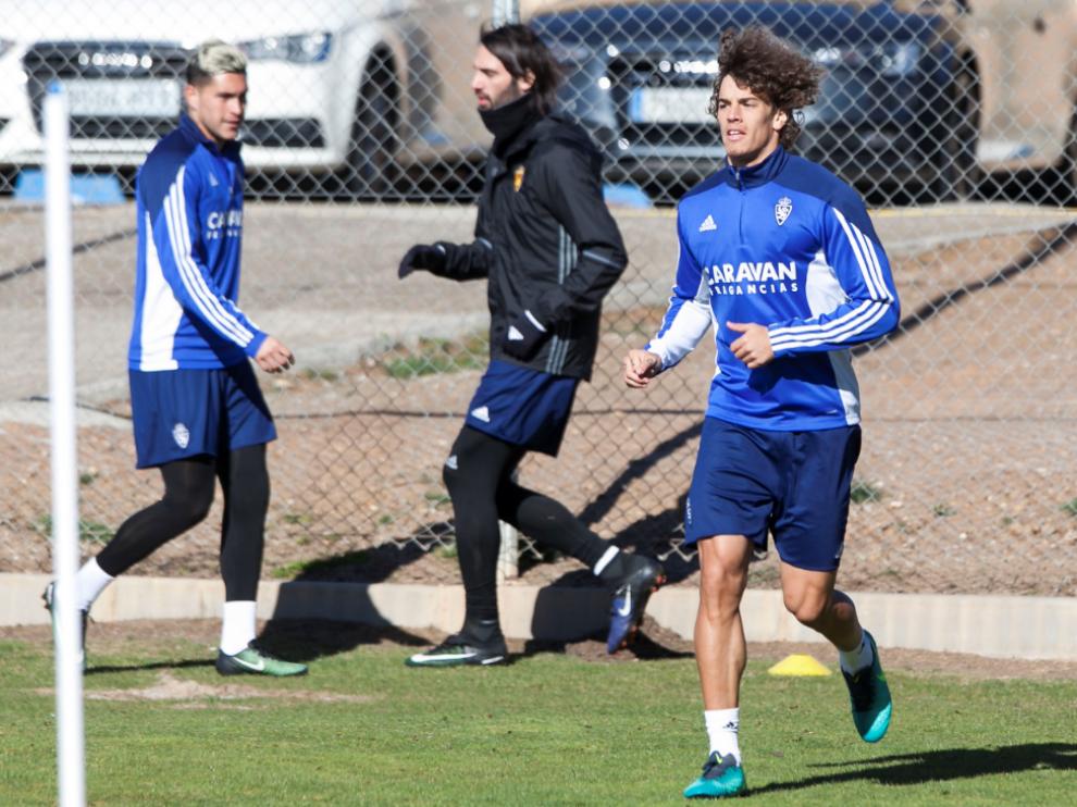 Feltscher, Jesús Valentín y Samaras, tres de los cinco nuevos fichajes invernales del Real Zaragoza, en el entrenamiento de este sábado.