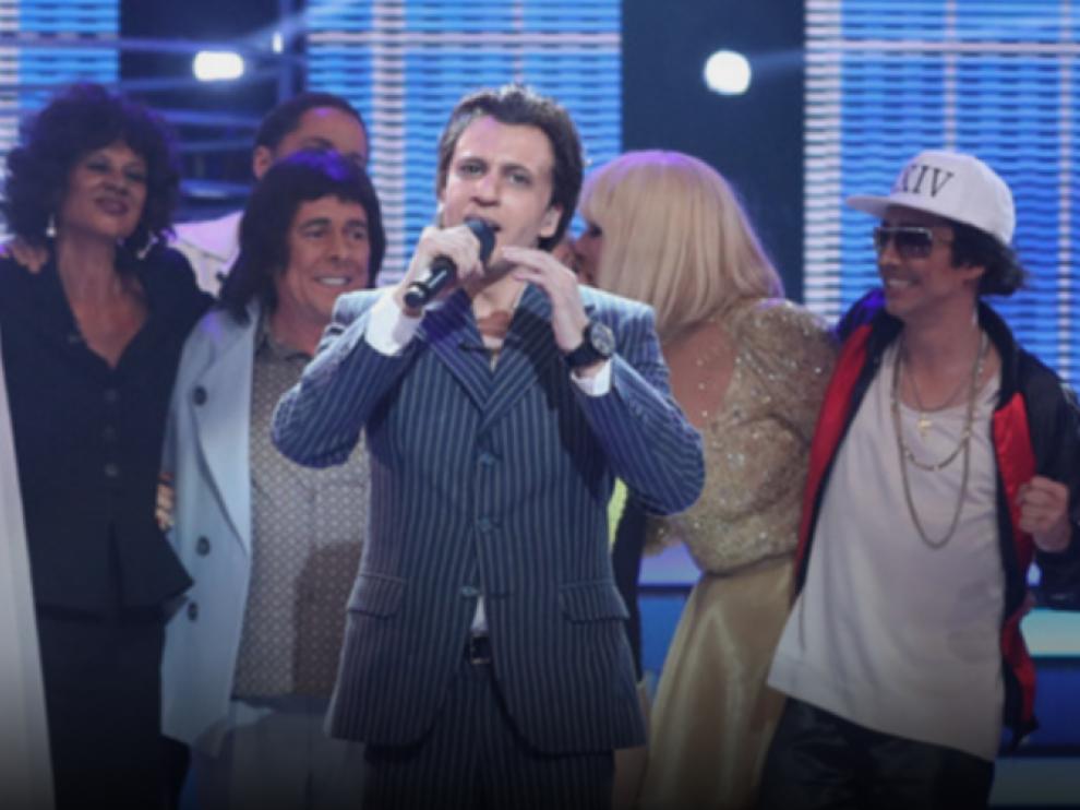 Blas Cantó, interpretando a Marc Anthony después de haber batido el récord de audiencia de 'Tu cara me suena'.