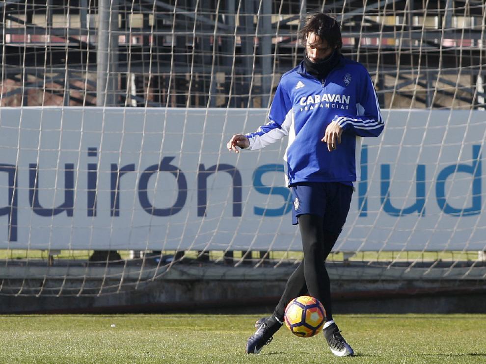 Georgios Samaras, entrenando en solitario como tantos días ha hecho desde su llegada al Real Zaragoza, hace ya un mes.