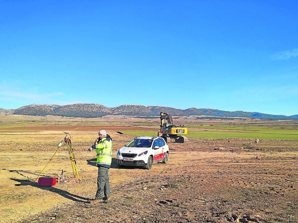 Primeros trabajos de explanación de la zona donde se ubicará la granja de Portesa