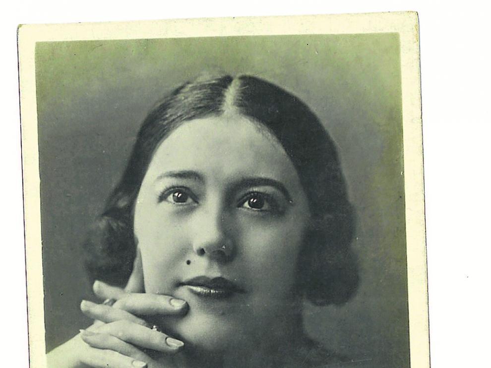 Postal de principios de siglo XX con un retrato de la soprano turolense.