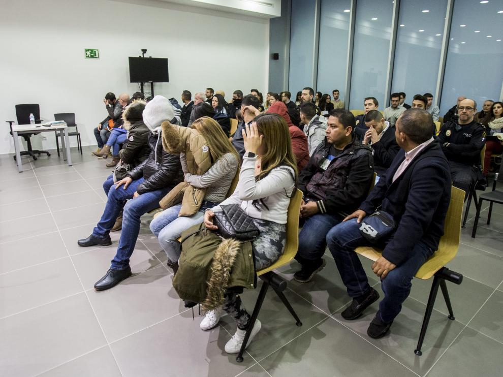 Los acusados llenaron casi toda la sala de la Audiencia de Zaragoza donde los juzgaron.