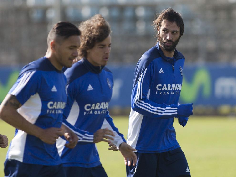 Marcelo Silva, Feltscher y Samaras en el entrenamiento de este martes.