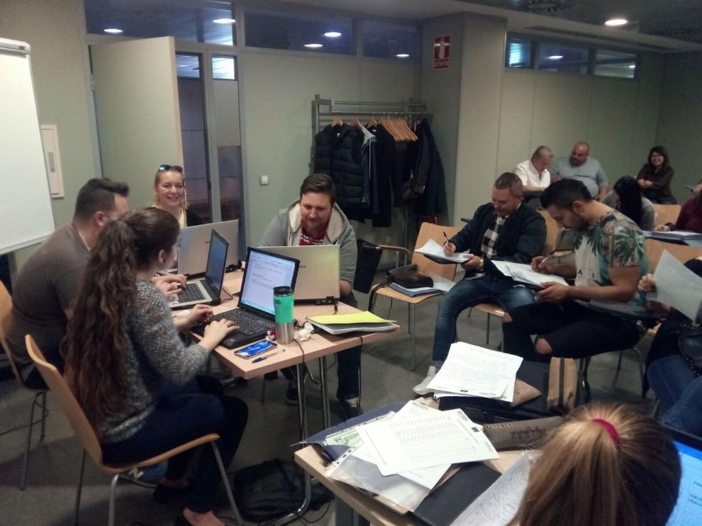 El Instituto Aragonés de Servicios Sociales ha formado a 18 profesionales que trabajarán directamente con el colectivo gitano.