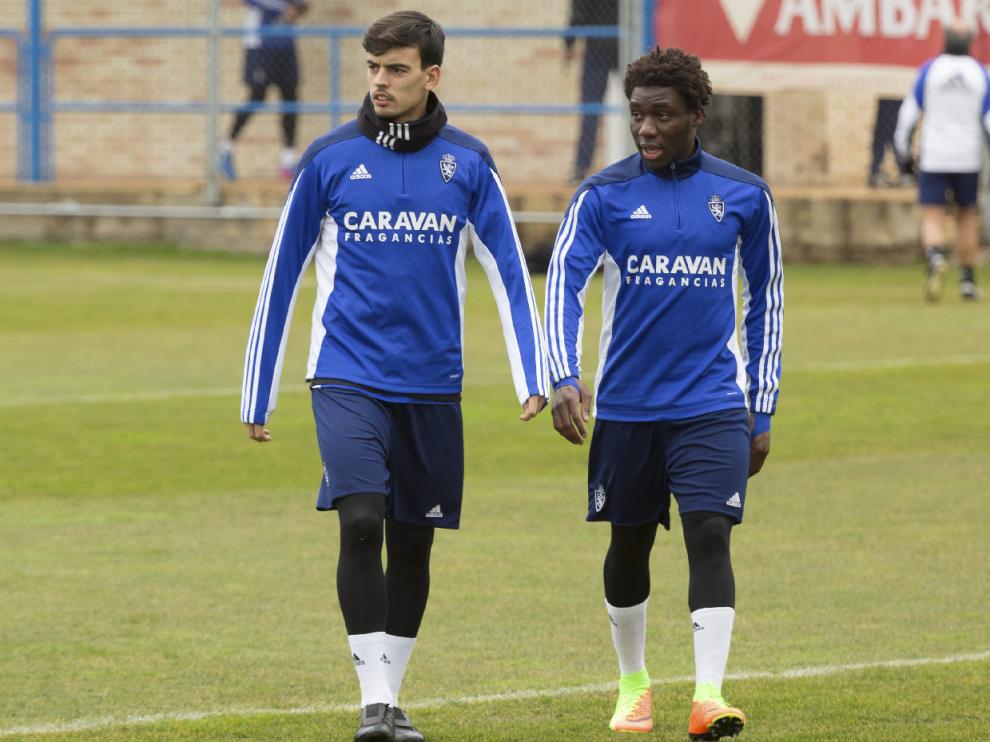 Edu Bedia y Dongou, juntos en el campo de entrenamientos de la Ciudad Deportiva.