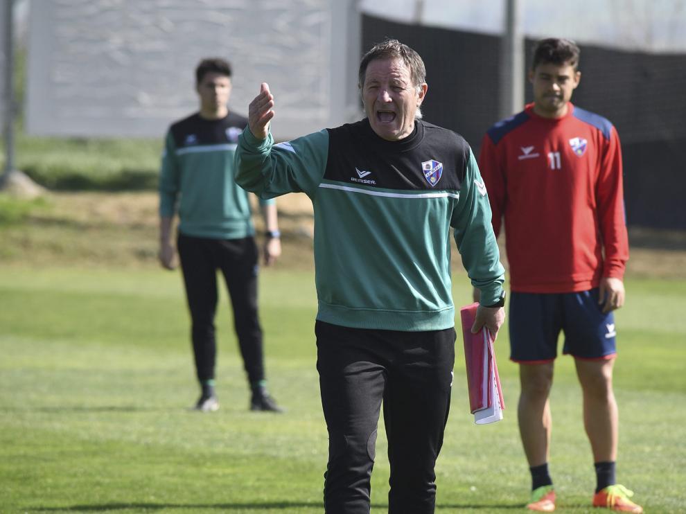 Juan Antonio Anquela, entrenador del Huesca, en el CPFIP Montearagón.