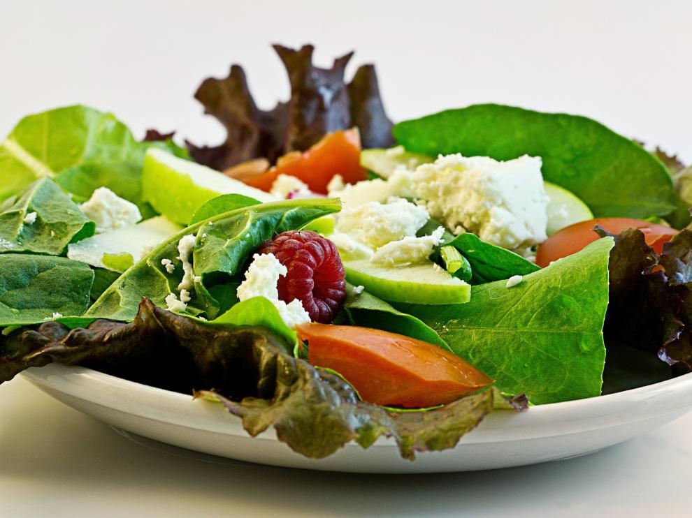 Una buena ensalada, clave para comer bien e ingerir pocas calorías.