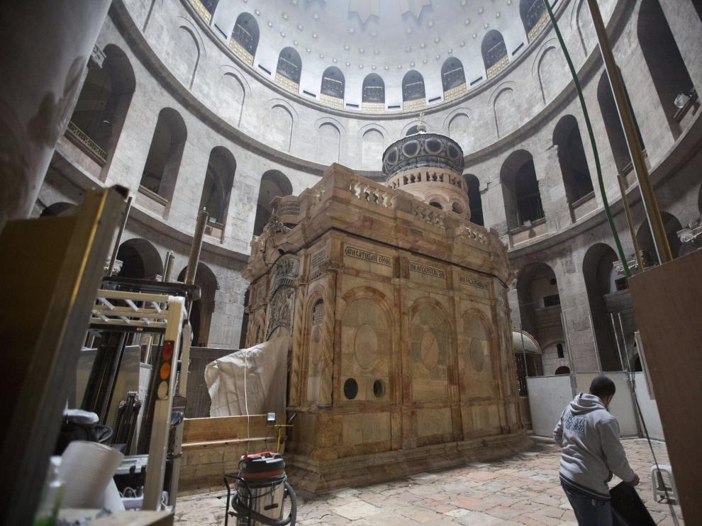 Vista de la tumba de Jesucristo en la Iglesia del Santo Sepulcro, en Jerusalén.