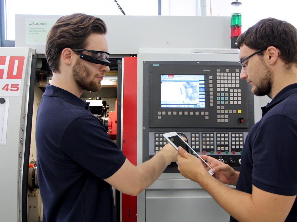 Las TIC, herramientas de integración de trabajadores y fábricas inteligentes en la Industria 4.0
