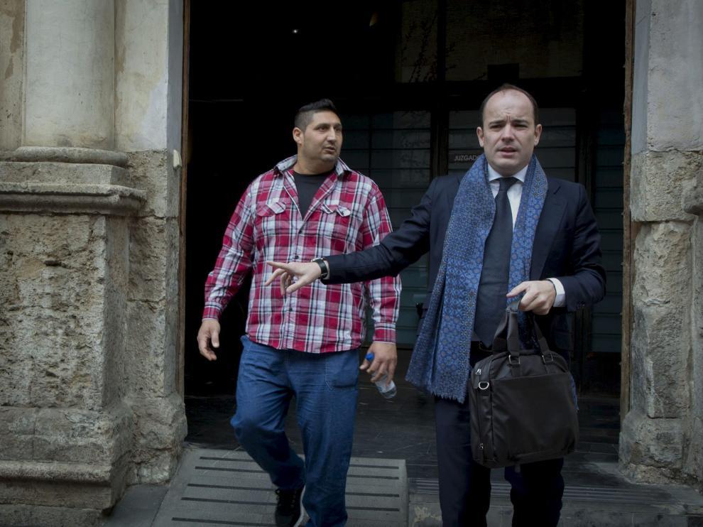 Jesús López Mendoza junto a su abogado.