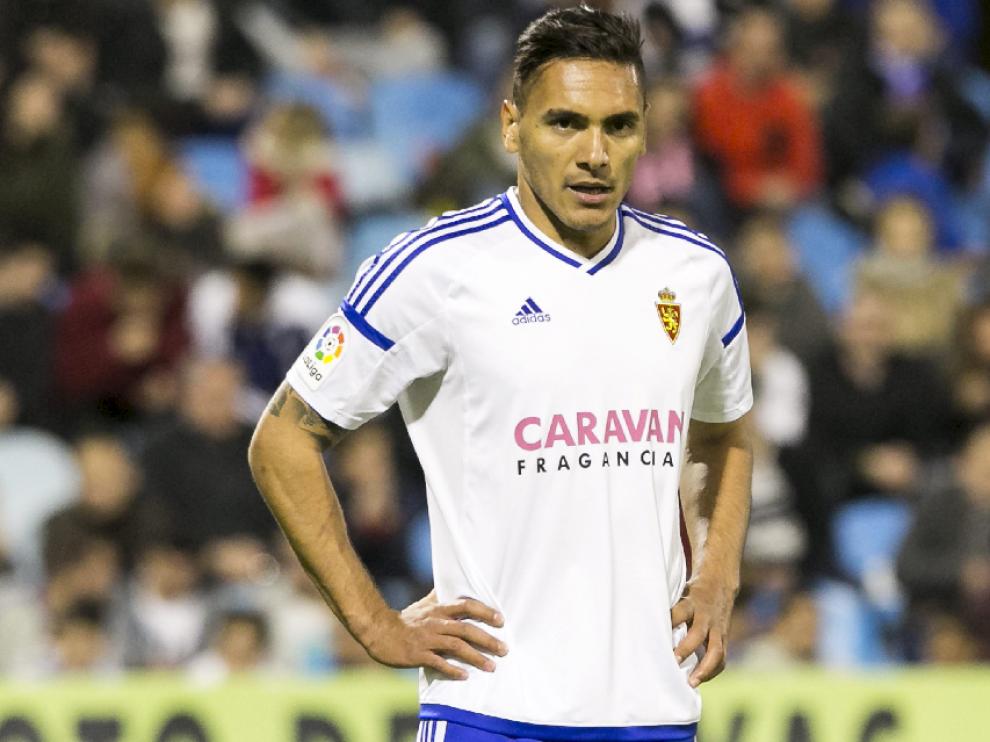 Marcelo Silva, pensativo, en el partido del la última jornada ante el Sevilla Atlético en La Romareda.