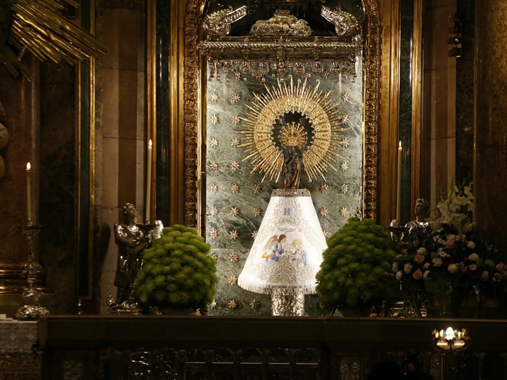 La Virgen del Pilar viste hoy el manto de HERALDO