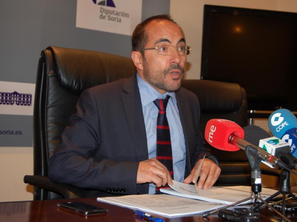 El presidente de la Diputación Provincial de Soria, Luis Rey, este lunes en rueda de prensa